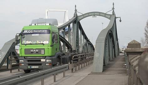 Die historische Drehbrücke faszinierte die Schüler.