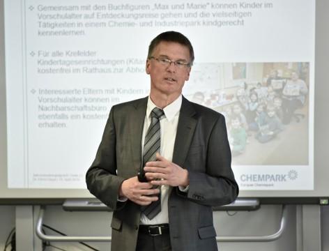 Ein Investitionsvolumen von 152 Millionen Euro: Das sind 61 Millionen mehr als im Vorjahr. Dazu kommen rund 300 neue Arbeitsplätze in der Stammbelegschaft – Chempark-Leiter Dr. Ernst Grigat zeigte sich mit der Bilanz des CHEMPARK Krefeld-Uerdingen für 2015 beim Jahres-Mediengespräch zufrieden.