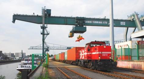 Containerzug Hafen Köln-Niehl 01 Foto HGK