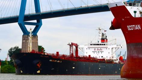 Tanker-im-Hamburger-Hafen_Copyright_HHM-Hasenpusch