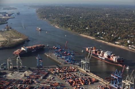 grosscontainerschiffstreffen-vor-dem-waltershofer-hafen_copyright_hhm-lindner-preview