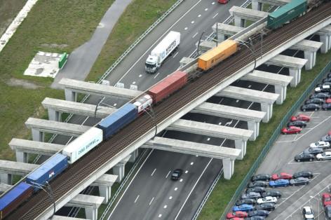 Havenspoorlijn bij de Rotterdam Car Terminal; RCT.