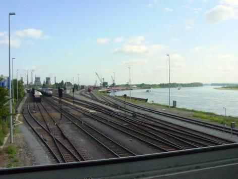 Hafenansicht vom Stellwerk Godorf Hafen Blick auch auf den Bahnhof Godorf Hafen