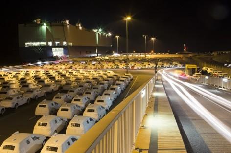 Umschlag von Neufahrzeugen im Emder Hafen_Quelle EVAG Emden (1)