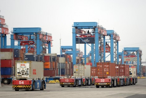 Besichtigung des HHLA Container Terminals Altenwerder (CTA) anlässlich der CeMAT-Pressekonferenz am 25. Juni 2013 in Hamburg.