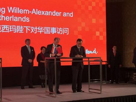 Bankkleinof China - HbR MOU ondertekening 15 10 28 foto 2