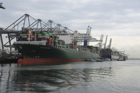 Rotterdam Amazonehaven 7 april 2014. Vier containerschepen bij de ECT Foto Ries van Wendel de Joode/wereldfotograaf.nl