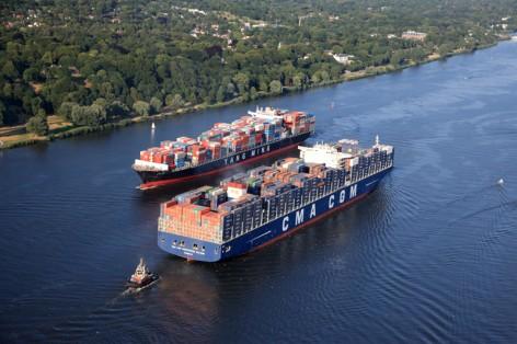 _Begegnung_Containerschiffe_auf_der_Elbe_copyright_Michael_Lindner
