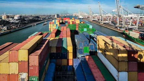container-ship-rotterdam-terminal