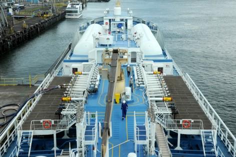 Rotterdam 8 augustus 2016. Eerste LNG bunkerincentive Splinternieuwe Ternsund bunkert als eerste zeeschip LNG in Rotterdam. Foto Ries van Wendel de Joode/HBR