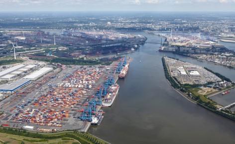 Containerterminals Altenwerder CTA im Vordergrund , Containerterminals Burchardkai CTB und Tollerort CTT beide im Hintergrund, HHLA Hamburger Hafen und Logistik AG, Bei St. Annen 1, 20457 Hamburg, Germany, T. +49.40.3088-9, www.HHLA.de | | [(c) Dominik Reipka, Thedestrasse 87, D - 22767 Hamburg, Germany, +49 (0)40 43188721, www.reipka.de, studio@reipka.de, Bank: Hamburger Sparkasse, BLZ 20050550, Konto/Account 1268136080, IBAN DE35 2005 0550 1268 1360 80, BIC/SWIFT HASPADEHHXXX, Bildnutzung fuer HHLA Hamburger Hafen und Logistik AG zeitlich unbegrenzt zur Eigenwerbung und Pressearbeit. Jede andere Veröffentlichung nur gegen Honorar gemaess aktuell gueltiger MFM - Honorarliste zzgl. MwSt. und kostenloser Zusendung eines Belegexemplars. Werbliche Nutzung nur mit schriftlicher Genehmigung. Für evtl. abgebildete Personen und/oder geschützte Marken muß vor Veröffentlichung deren Einverständnis eingeholt werden. Mit dem Download bzw. der Nutzung eines Bildes erkennt der Nutzer die AGB des Fotografen an, die hier heruntergeladen werden koennen: http://www.reipka.de . Copyright for self published house advertising COMPANYDATA. Any other publication only for publication fee plus VAT and free voucher copy. Commercial use only with written accordance of the photographer. Pictured persons as well as the owners of pictured Trademarks etc. must be asked for accordance to publish this photograph. With downloading or using pictures the user accepts the general terms and conditions of delivery and business of the photographer. These can be downloaded here: http://www.reipka.de]