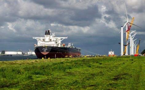 windmolens-tankers-calandkanaal