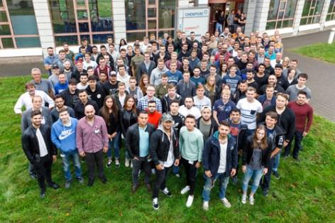 Auf geht´s in die Chemie für die neuen Azubis am Chempark-Standort Krefeld-Uerdingen.