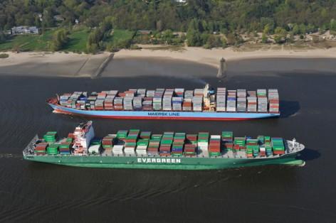 grossschiffsbegegnung_auf_der_elbe_copyright_aufwind-luftbilder.de__0